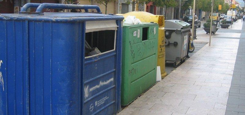 Containers de reciclatge al carrer